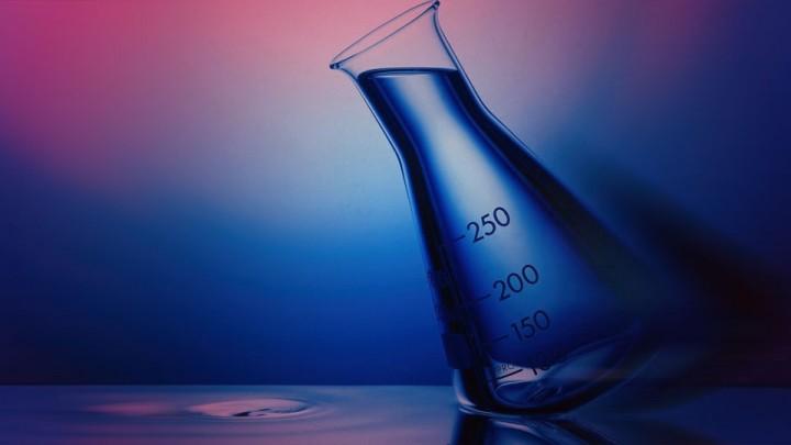 Una figura sencilla, aunque reiterada, puede transmitir la idea de laboratorio, pero es sólo el inicio.