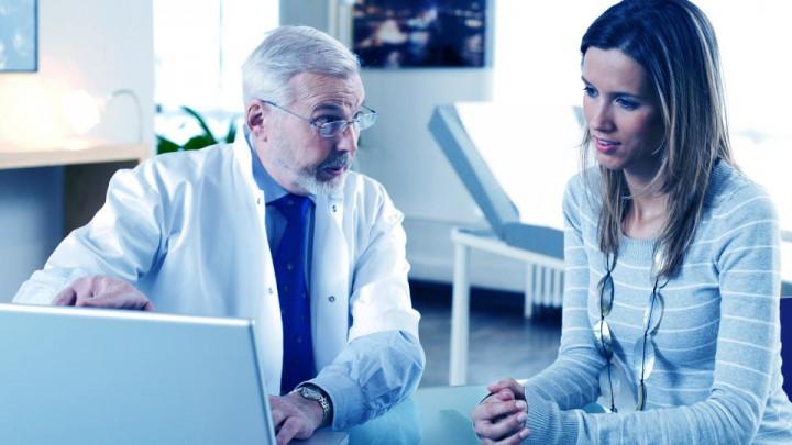 El médico trata pacientes, no enfermedades.