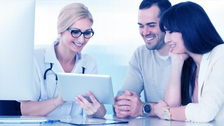 La relación entre médicos y pacientes encuentra aproximaciones diferentes en cada consulta.