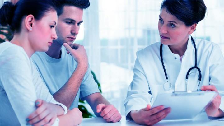 En la consulta se equilibran las expectativas de los pacientes con las valoraciones del profesional.