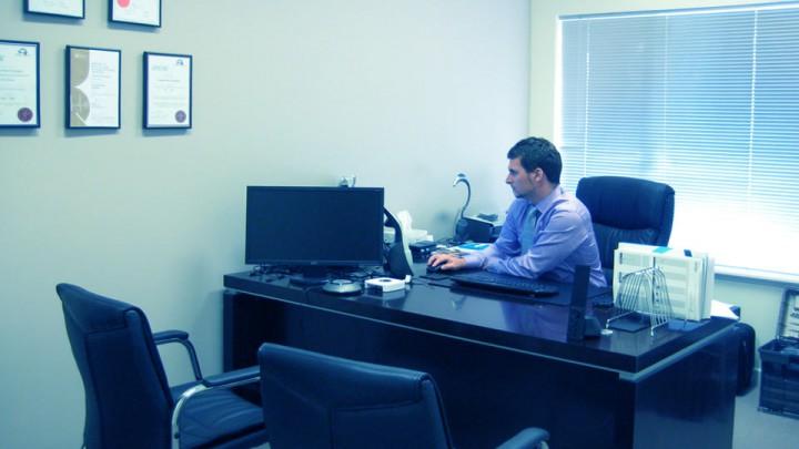 En el consultorio se entabla una relación de confianza íntima paciente-médico.